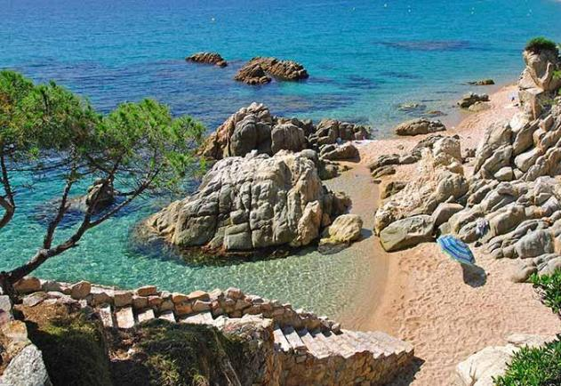 beach_near_tossa_de_mar_cala_costa_brava_catalonia_spain_680